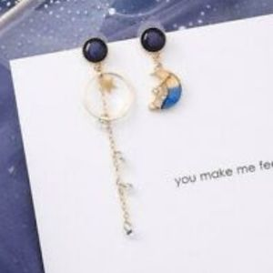1 pair of gold asymmetrical earrings